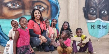 In an interview with DAWN, famed Sudanese visual artist Assil Diab discusses her artwork, her motivation, and how visual art, murals, and graffiti can bring communities together in a time of conflict.