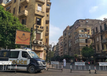 Egyptian security forces block the road leading to Cairo's Tahrir square on September 27, 2019. - Egypt braced today for a second weekend of protests, as anger stemming from economic hardship and alleged top-level corruption threatens to eclipse a long-standing ban on street rallies despite an intensifying crackdown. (Photo by Khaled DESOUKI / AFP)        (Photo credit should read KHALED DESOUKI/AFP via Getty Images)