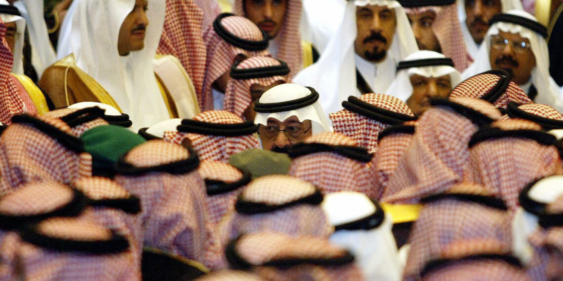 """RIYADH, SAUDI ARABIA:  Newly-appointed Saudi King Abdullah greets people in Riyadh 03 August 2005. Abdullah vowed to work for justice and serve his people in his first address to the nation after succeeding his late half-brother king Fahd. """"I pledge to God, and then I pledge to you that I take the Koran as my constitution, Islam as my programme and to work for justice and serve all citizens without discrimination,"""" he said on state television. AFP PHOTO/HASSAN AMMAR          (Photo credit should read HASSAN AMMAR/AFP via Getty Images)"""